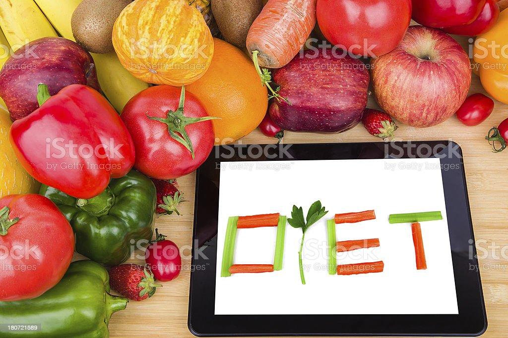 57da3ef41be En ligne la santé   des fruits et légumes une tablette photo libre de droits
