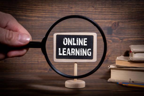 Online-Lernen. Heimtraining, Internet, Kreativität und Komfort Konzept – Foto