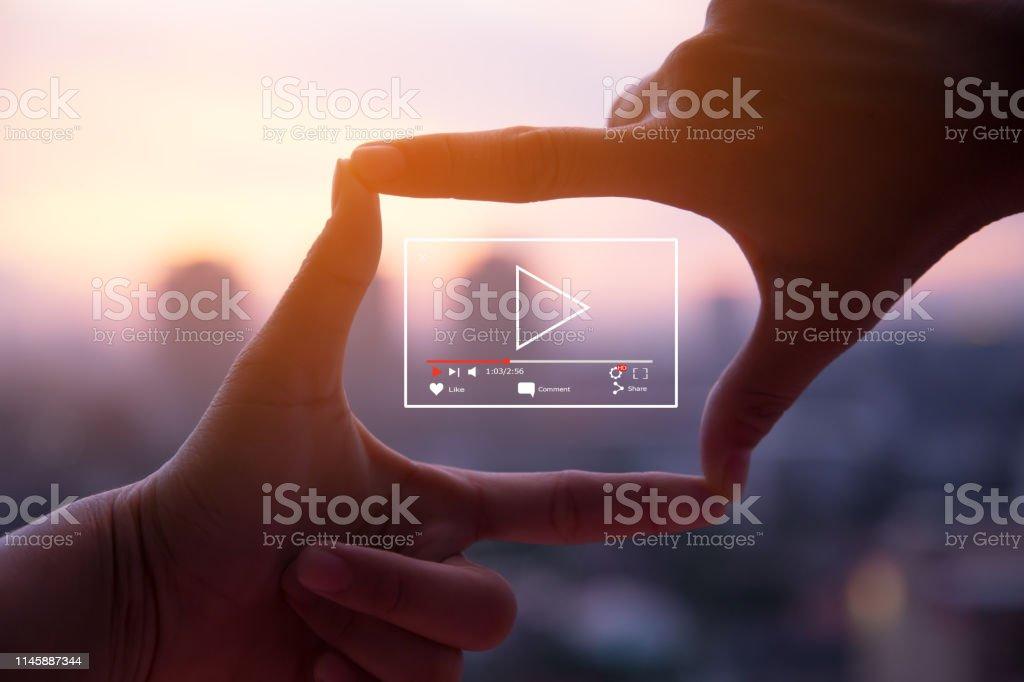 El concepto de video en vivo online - Foto de stock de 2017 libre de derechos