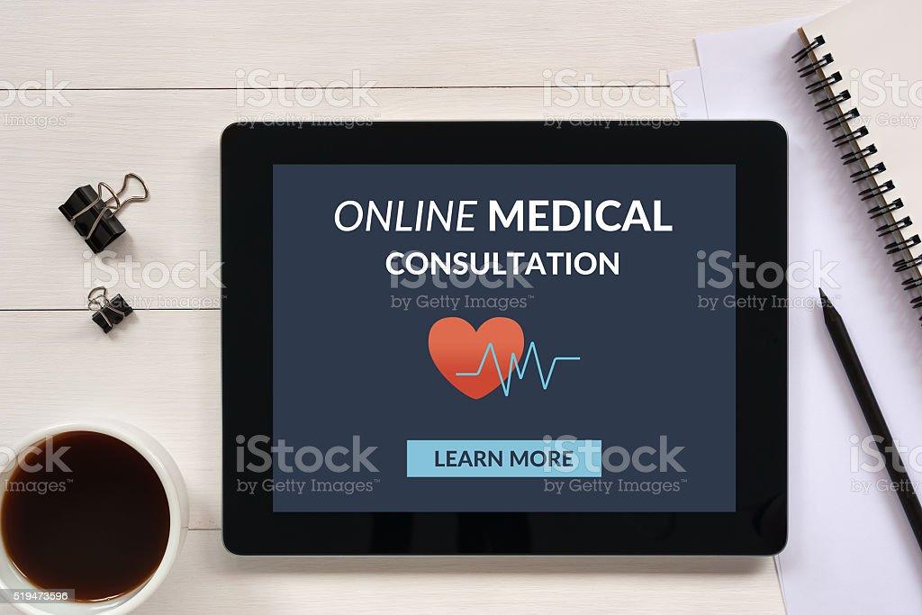 Online-medizinische Beratung Konzept auf tablet-PC-Bildschirm mit Büromaterialien - Lizenzfrei Schreibtisch Stock-Foto
