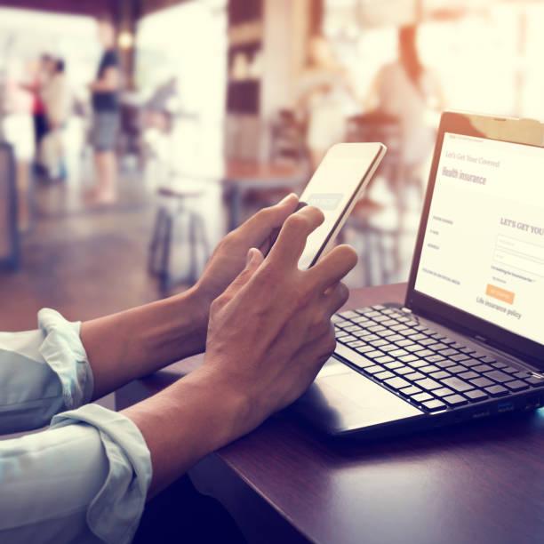 Online-Zahlung, um Krankenversicherung zu machen. – Foto