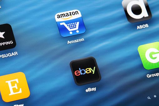 Shopping Online App Su Dispositivi Mobili - Fotografie stock e altre immagini di Affari finanza e industria