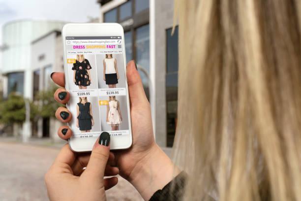 online-shopping rabatt black friday - dresses online shop stock-fotos und bilder