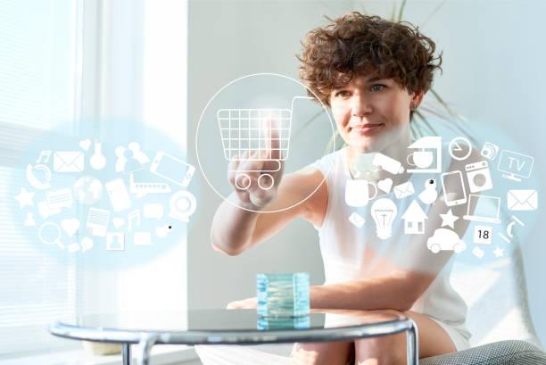 online shopping on visual screen - icona supermercato foto e immagini stock