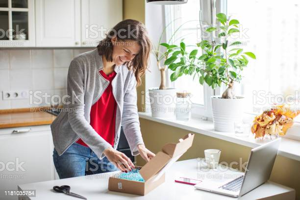 Online shopping picture id1181035754?b=1&k=6&m=1181035754&s=612x612&h=oij renjjh pvxhdt4fhdi8eimxt8ovw wyrksbxrt8=