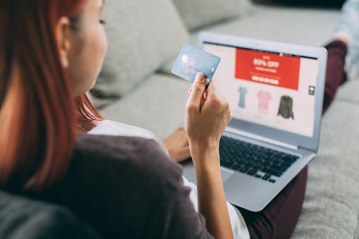 Online Winkelen Stockfoto en meer beelden van 20-29 jaar