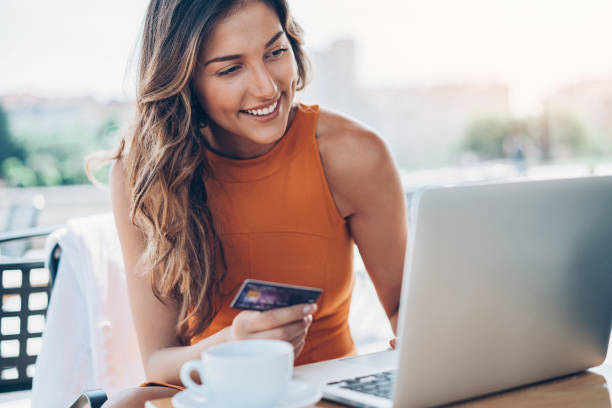 Online shopping Young woman with credit card and laptop credit card purchase stock pictures, royalty-free photos & images