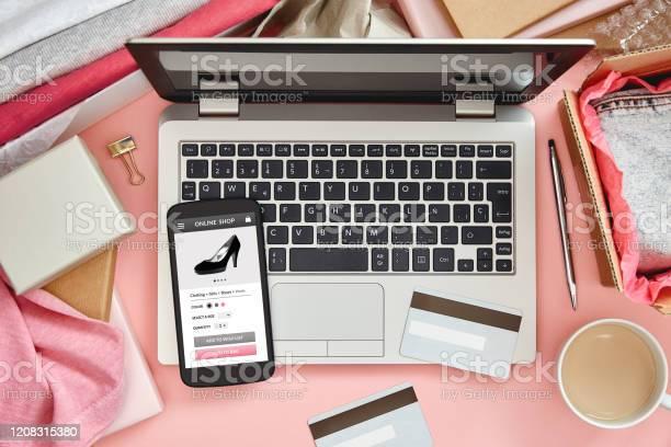 Online shopping website on pink picture id1208315380?b=1&k=6&m=1208315380&s=612x612&h=lqtfiyycfomaumqrqmgoettupj1md hdeqwbr tgaxo=