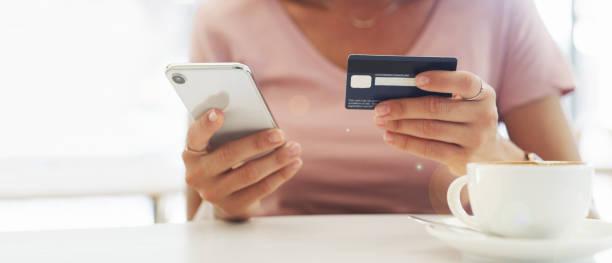 Online-Shopping, während ich warte – Foto