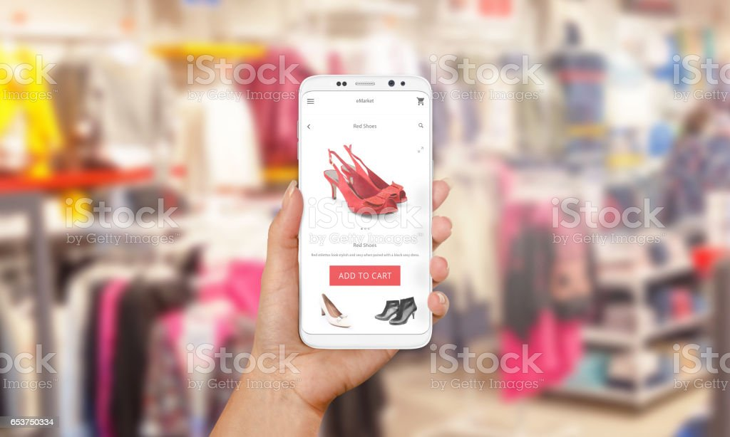 info for 546df 91db0 Onlineshopping Mit Dem Handy Telefon In Der Hand Der Frau ...