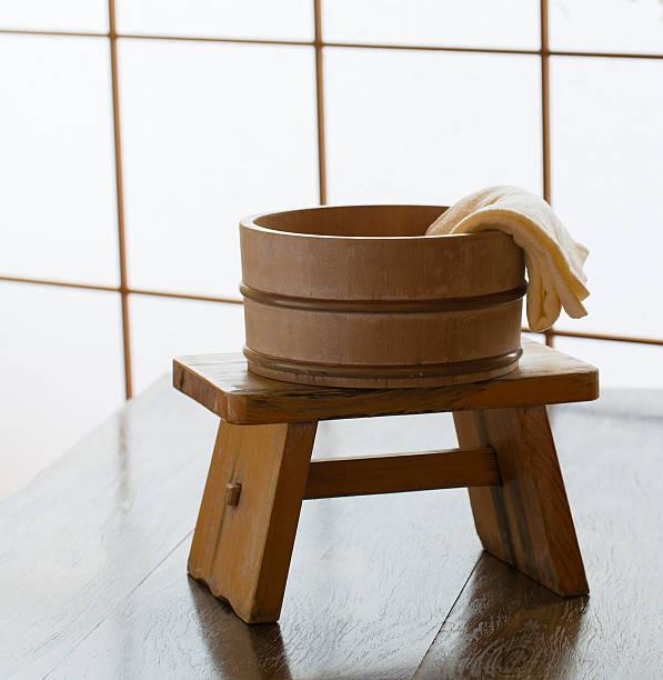 onsen - bacinella metallica foto e immagini stock