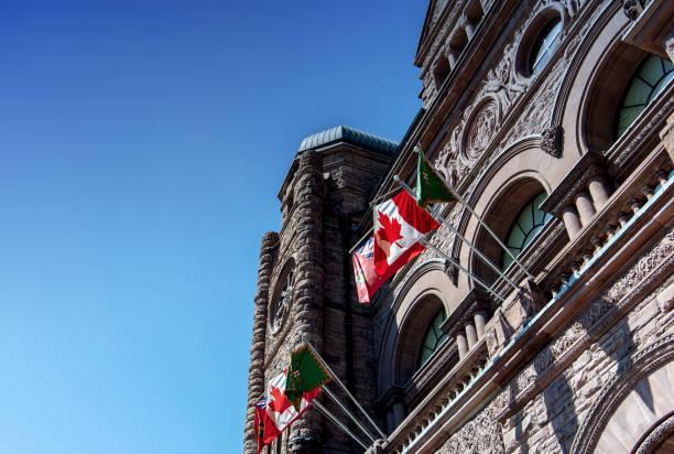 토론토-4 월 18 일: 온타리오 입법 건물 2015 년 4 월 18 일에 토론토에서. 그것은 건축가 리처드 a. waite;에 의해 설계 되었다 1886 년에 시작 된 건설 하 고 그것은 1893 년에 열렸다. - 토론토 온타리오 뉴스 사진 이미지