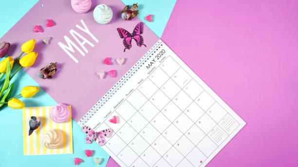 on-trend 2020 kalender sida för månaden maj modern flat lay - maj bildbanksfoton och bilder