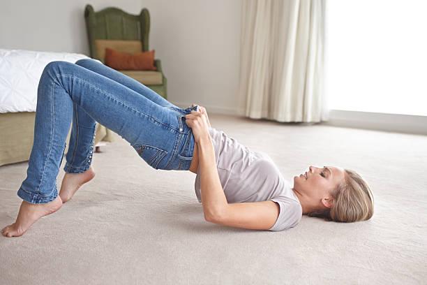 wow, warum nicht diesen passform?! - enganliegende jeans outfits stock-fotos und bilder