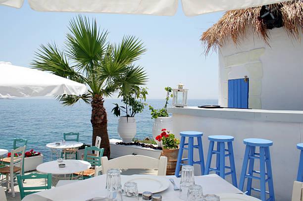 Open-air-restaurant am Meer in Athen, Griechenland – Foto