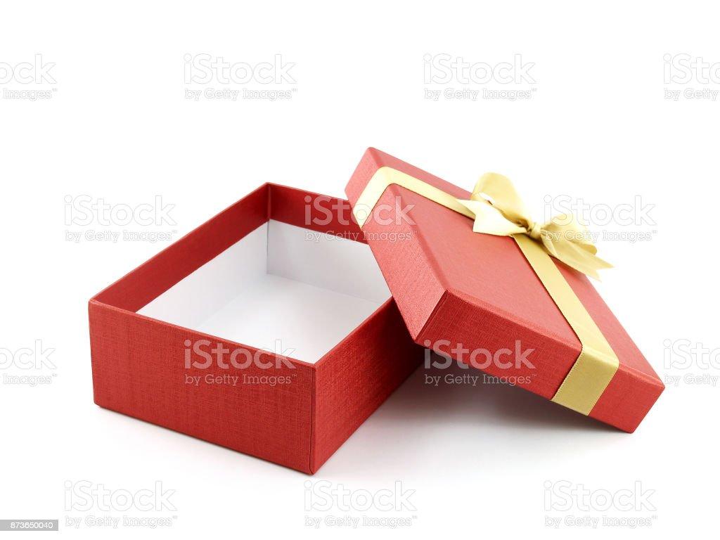 bbf1e1edbd4 offen und leer rote Geschenkbox mit goldener Schleife auf weißem Hintergrund  Lizenzfreies stock-foto