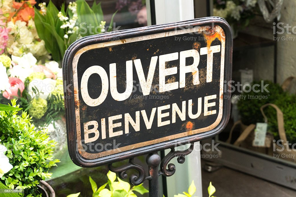 Open and welcome sign in French: ouvert bienvenue stock photo