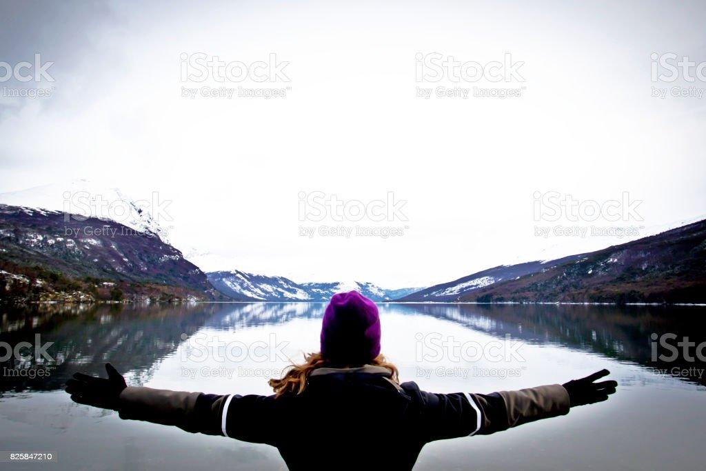 Natureza de braços abraçando aberta no inverno do Sul Argentina Chile Tierra del Fuego - foto de acervo