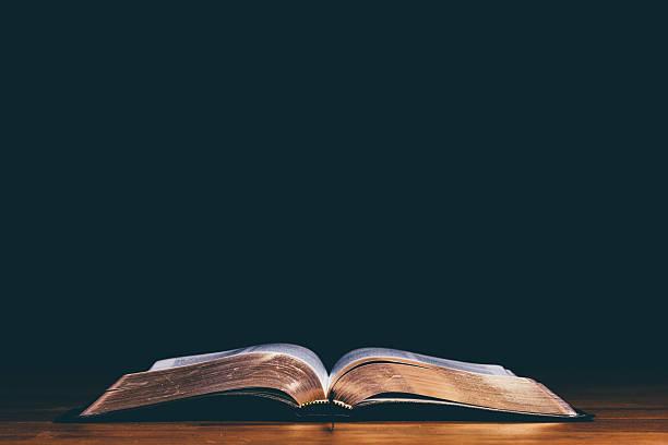 open bible foto