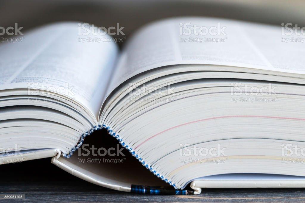 Offenes Buch. Closeup. – Foto