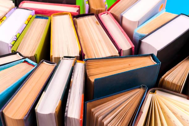 Livre ouvert, les livres cartonnés sur fond coloré clair. - Photo