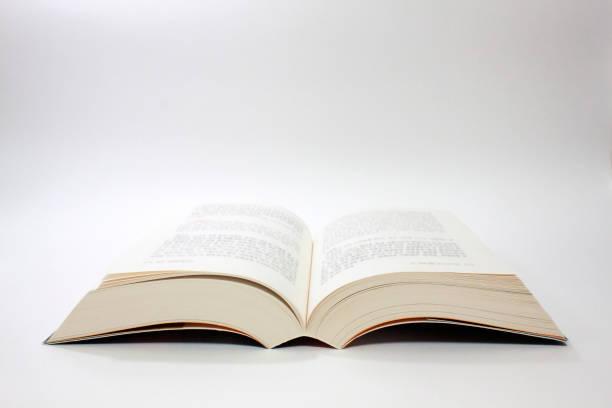 livro aberto isolado - brochura - fotografias e filmes do acervo