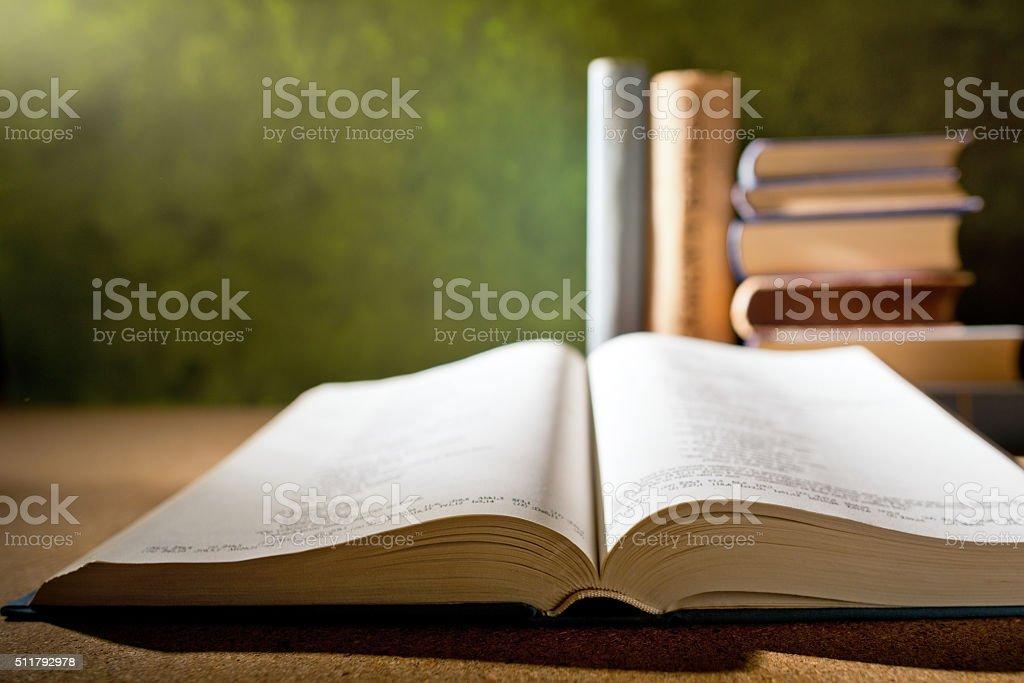 Libro abierto - foto de stock