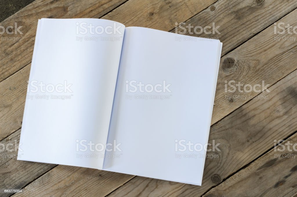 open book with blank pages on wood table Lizenzfreies stock-foto