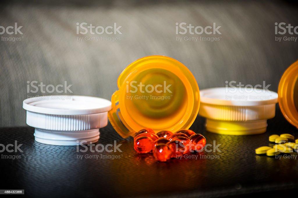 Abrir frascos de comprimidos medicamento de fármacos - foto de stock