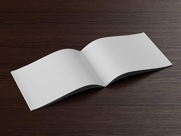 öffnen broschüre auf einem holztisch - planner inserts stock-fotos und bilder