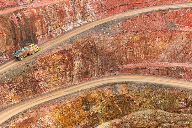 Open Cut Gold Mine Open Cut Gold mine, with Haul truck driving up road, located in Cobar NSW AustraliaOpen Cut Gold mine, located in Cobar NSW Australia gold mine stock pictures, royalty-free photos & images