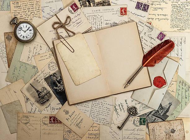 aprire il libro diario, vecchi accessori e cartoline - antico vecchio stile foto e immagini stock