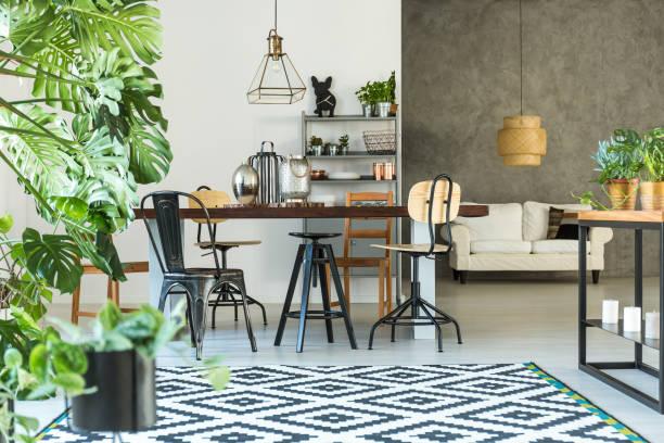 open dining room with table - wanddekoration metall stock-fotos und bilder