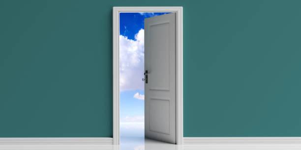 open deur op groene muur achtergrond, blauwe hemel met wolken uitzicht uit de deuropening. 3d illustratie - new world stockfoto's en -beelden