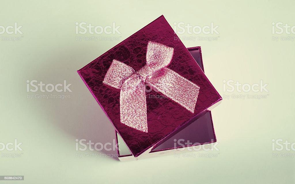 Abrir la caja de regalo foto de stock libre de derechos