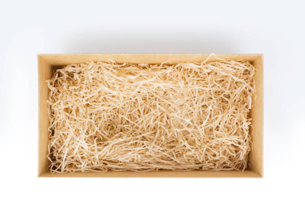 öppna presentbox med dekorativa halm, ovanifrån - wine box bildbanksfoton och bilder