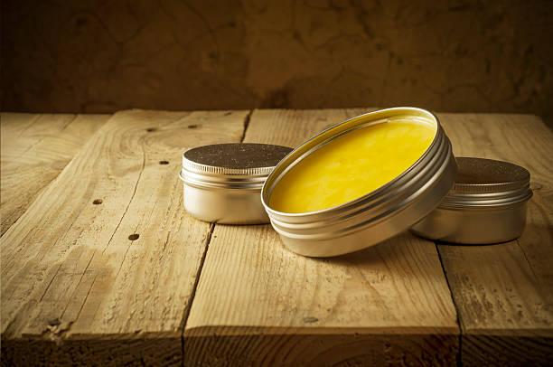 Im Topf mit Honig-Glas Feuchtigkeitscreme isoliert – Foto