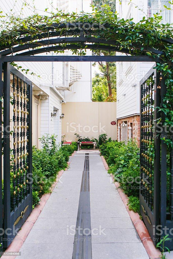 Ouvert les portes en métal - Photo