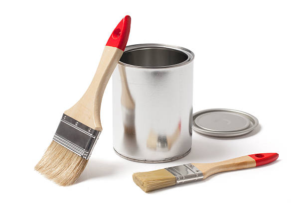open metal paint can with new brushes - zinn farbe stock-fotos und bilder