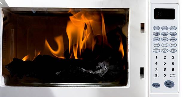 Horno de microondas - foto de stock