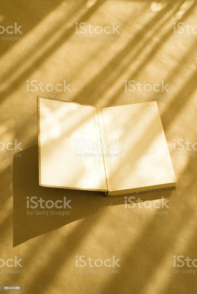 Abra o velho Livro - Foto de stock de Aberto royalty-free