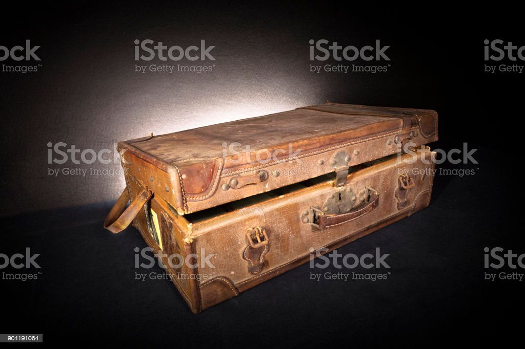 Open old suitcase - foto stock