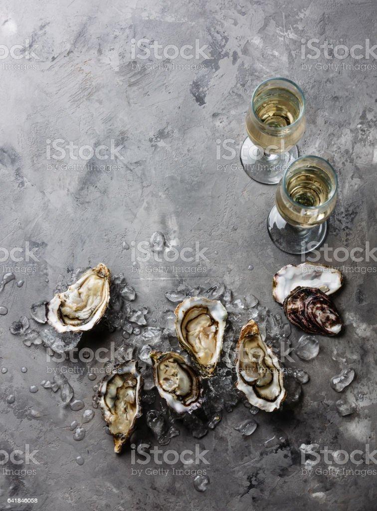 Öffnen von Austern und Champagner Textfreiraum – Foto