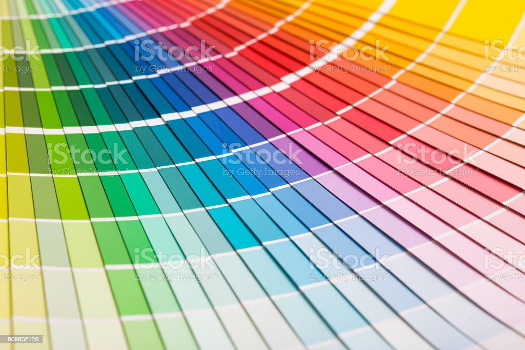 Ouvrir le catalogue de couleurs Pantone échantillon. - Photo de Abstrait libre de droits