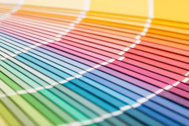 Offene Pantone Beispiel Farben Katalog. – Foto