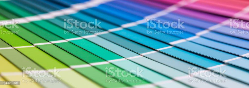 Ouvrir le catalogue de couleurs Pantone échantillon. - Photo de Affaires Finance et Industrie libre de droits