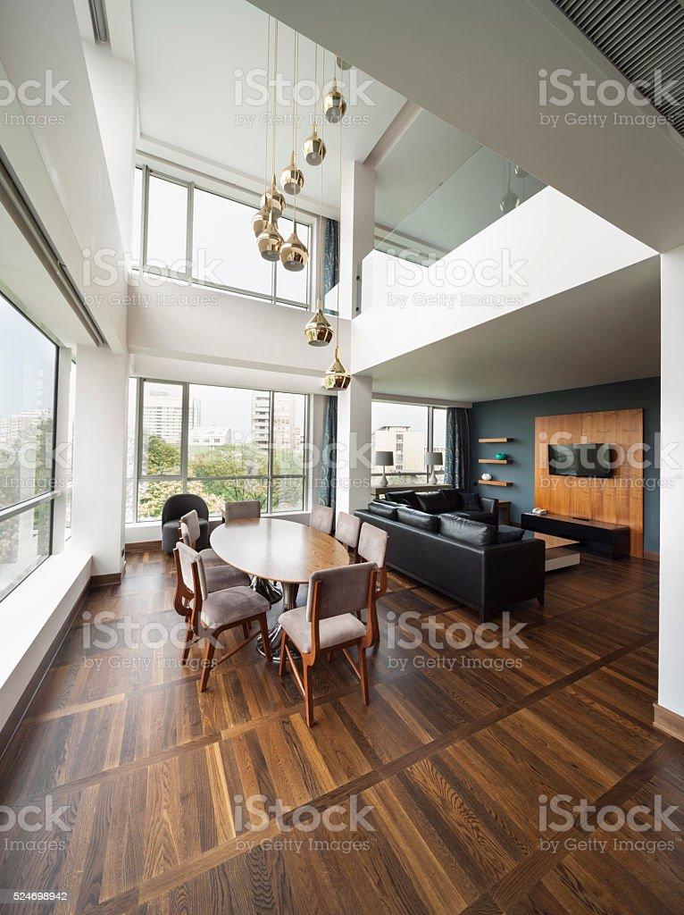 Offene Wohnzimmer einer Luxus-Maisonette Apartments panorama – Foto