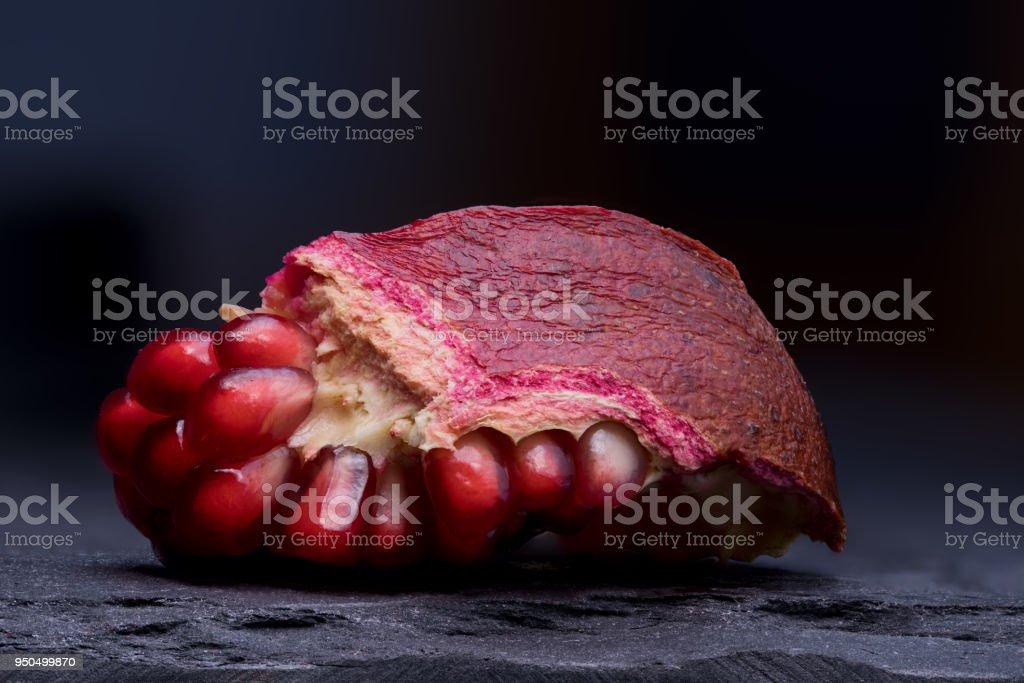 Offenen Granatapfel auf Schiefer Tablett - Lizenzfrei Abnehmen Stock-Foto