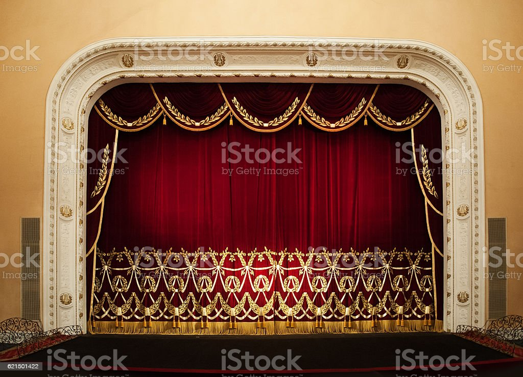 Open red curtains with glitter opera or theater background Lizenzfreies stock-foto