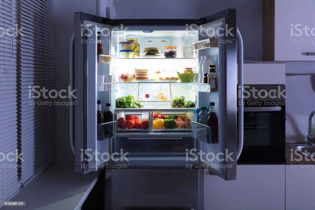 Kühlschrank Tattoo : Kühlschrank offen bilder und stockfotos istock